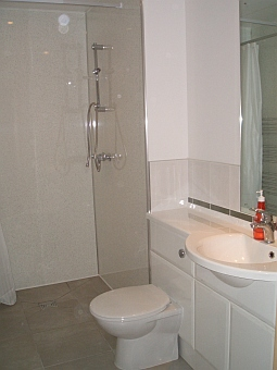 Rathad An Drobhair holiday cottage Strathconon - downstairs shower